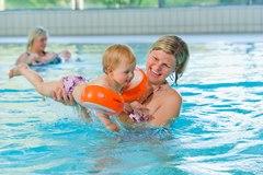 Babyschwimmen (7 Mon. bis 1 Jahr)